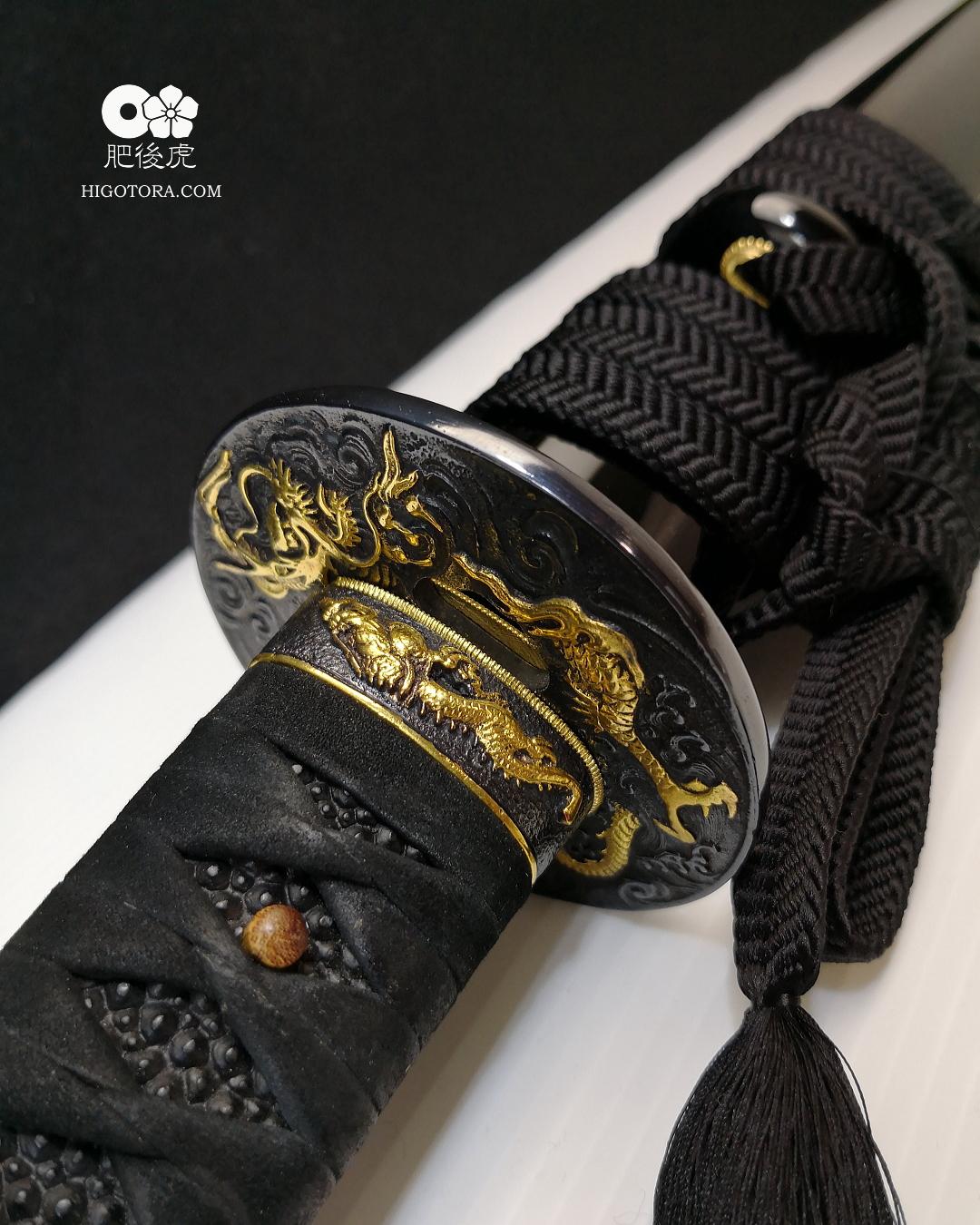 肥後虎の日本刀(龍の意匠を施した鍔と縁金具を使った拵)